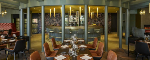 PLÜ Restaurant & Lounge